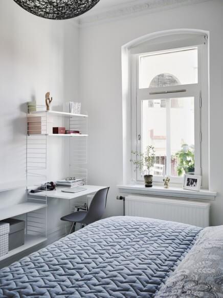 Scandinavische slaapkamer - eenvoudig bureau