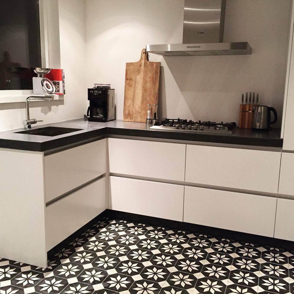 Zwart Witte Tegels Keuken : ook mogelijk beide tegelsoorten te combineren al is het in de meeste