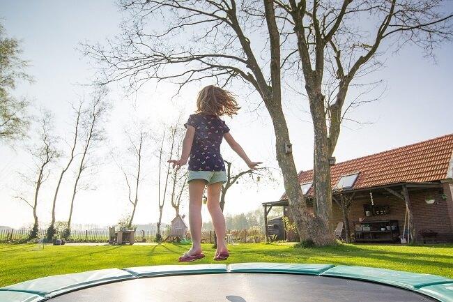 Ingegraven trampoline
