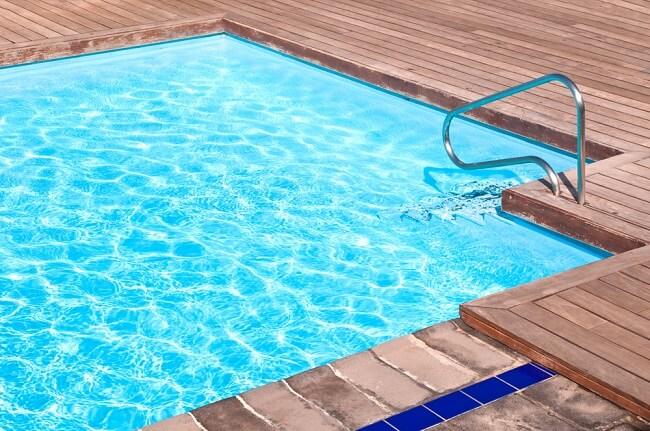 Luxe buitenzwembad