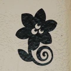 Vinyl muursticker op muur met structuur