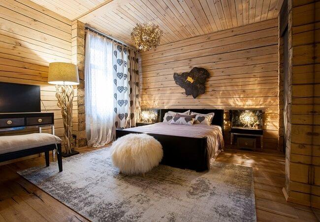 Landelijk romantisch interieur in de slaapkamer