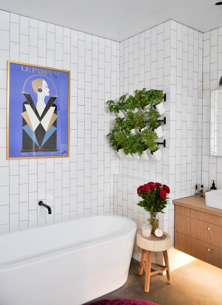 boven het bad - apartmenttherapy.com