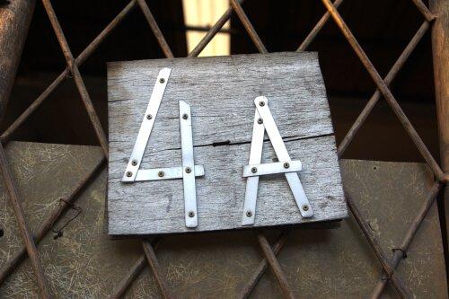 Aluminium strips om huisnummer van te maken