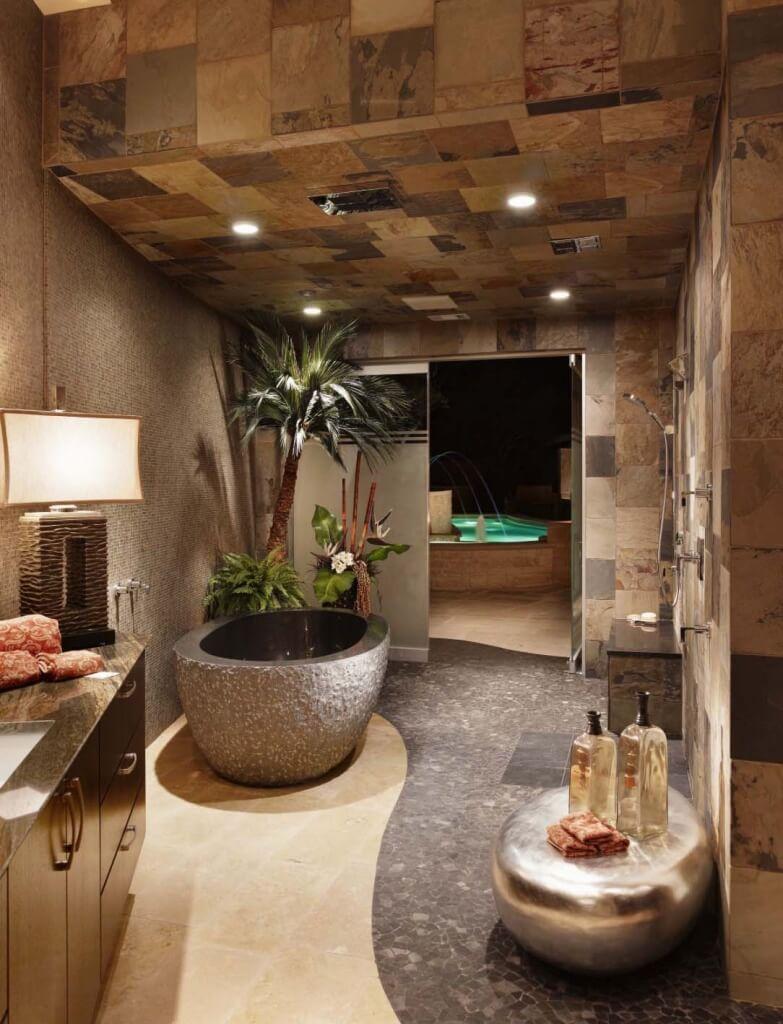 Grote, luxe oosterse badkamer