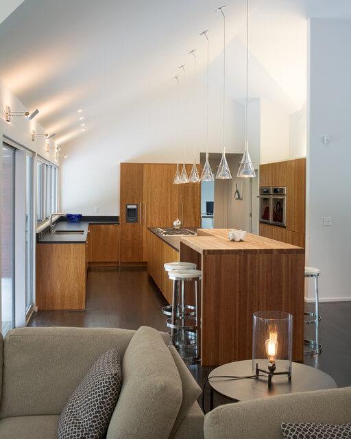 Kleine open keuken met bar