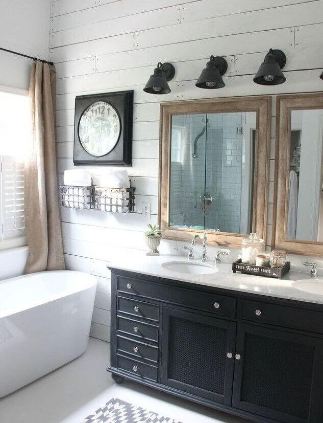 Grote rustieke badkamer in eigen stijl