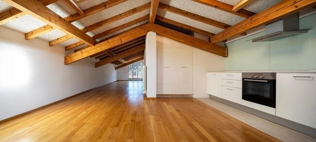 Houten plafond en keuken