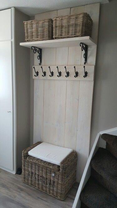 Mooie plank voor manden moderne kapstok