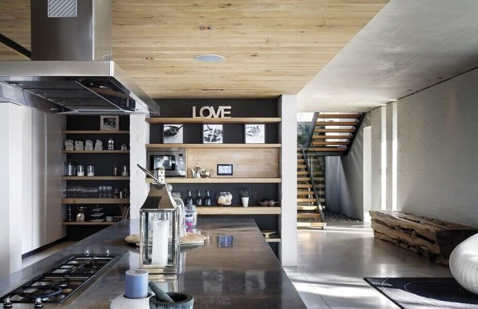 Open keuken met trap