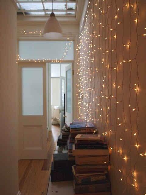 Gezellige en warme verlichting maakt je gang breder en gezelliger om binnen te komen.