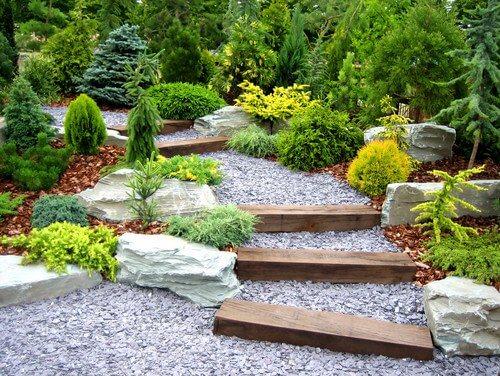 Japans pad door de tuin