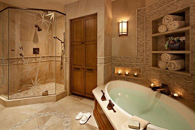 Een smalle oosterse badkamer kun je inrichten door een los bad te ...