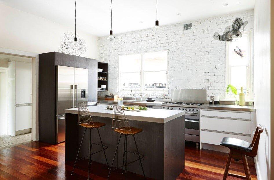Donkere Keuken Vloer : Een industri?le keuken in een donkergrijze kleur gecombineerd met