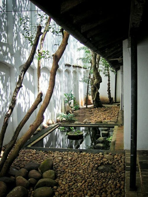 In een Japanse tuin hoort water aanwezig te zijn