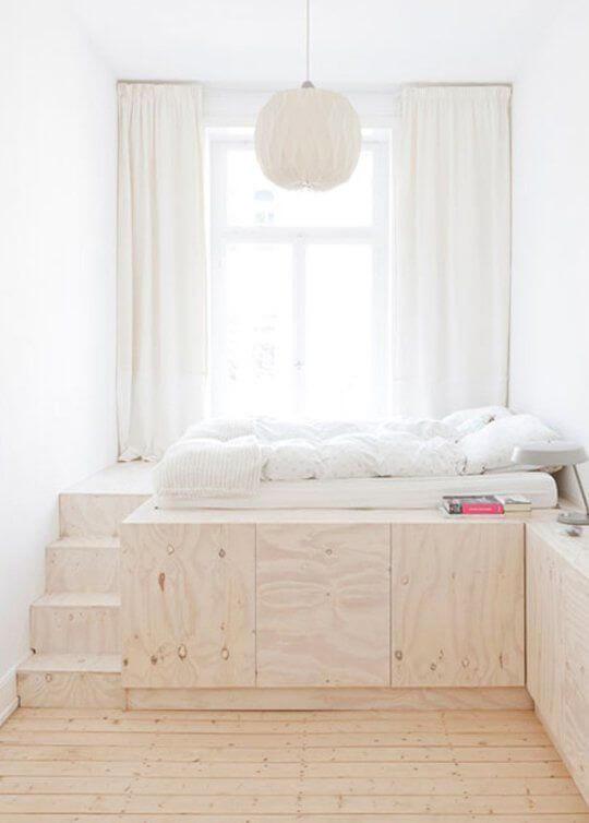 https://www.ikwoonfijn.nl/wp-content/uploads/2016/09/Bed-op-verhoging-apartmenttherapy.com_.jpg.pagespeed.ce.Xs645Vq4xg.jpg