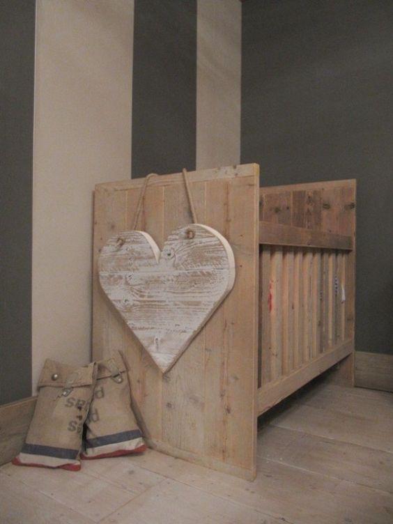 Babykamer van steigerhout 15 prachtige voorbeelden ik woon fijn - Deco voor de kamer van de jongen ...