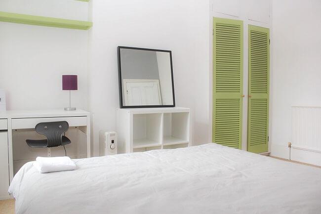 Een kleine slaapkamer inrichten metspiegels