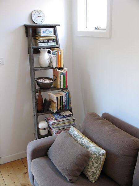 Houten ladder als boekenkast