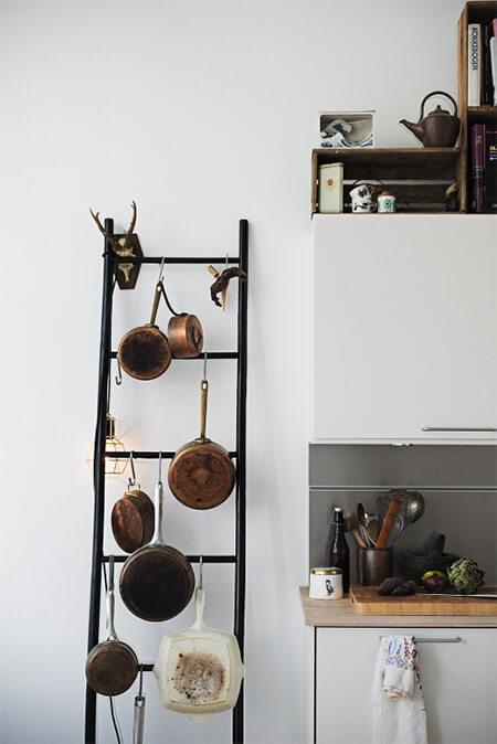 Houten ladder voor in de keuken