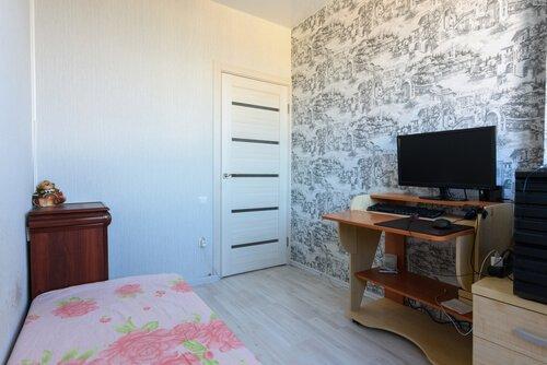 Kleine slaapkamer met bureau