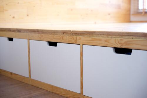 Lades onder het bed