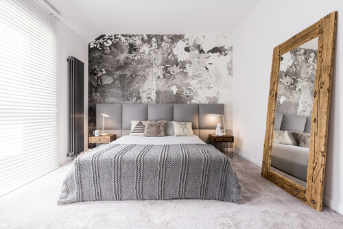Slaapkamer met grote spiegel