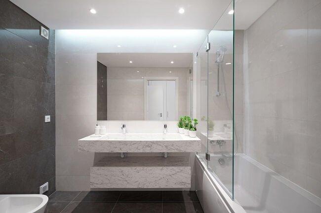 Kleine industriële badkamers