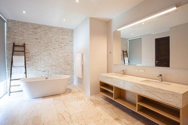 Stijlvolle grote Scandinavische badkamers