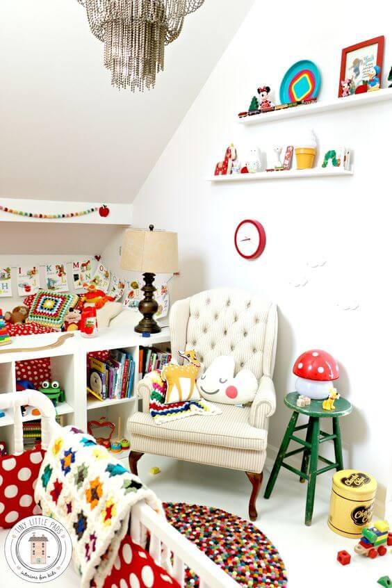 Babykamer met felle retro kleurtjes