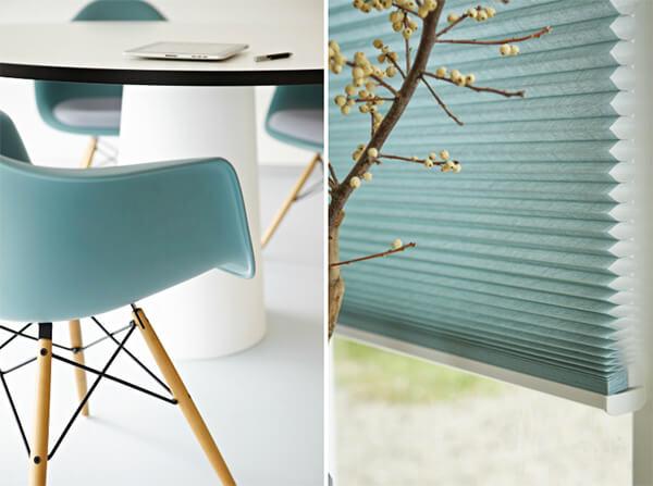 Blauwe meubels en raamdecoratie