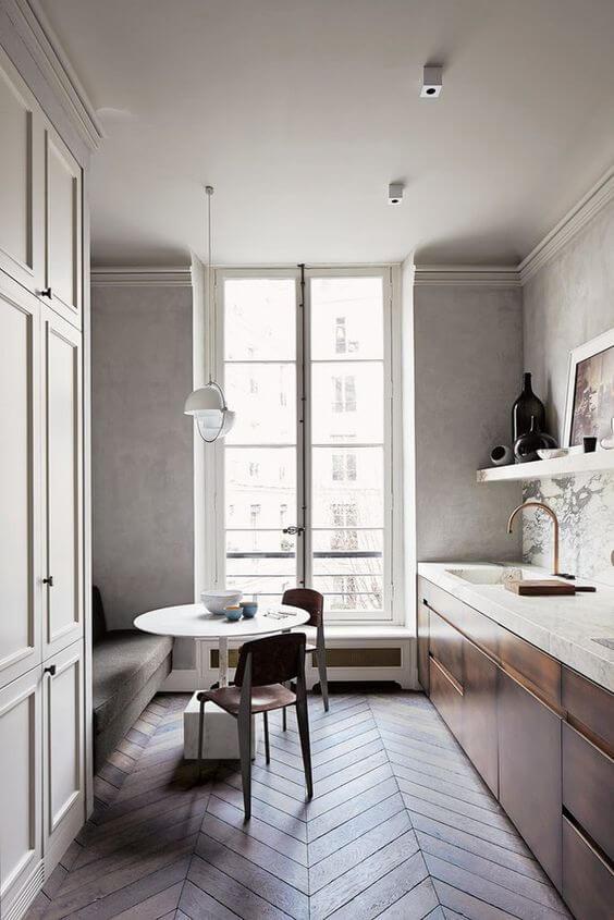 Greeploze keuken met patroonvloer