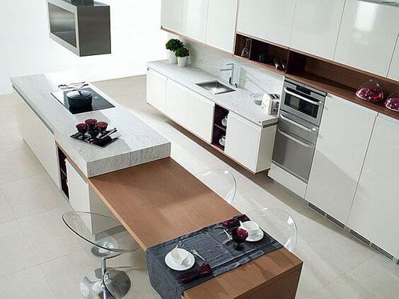 Grote moderne woonkeuken met kookeiland