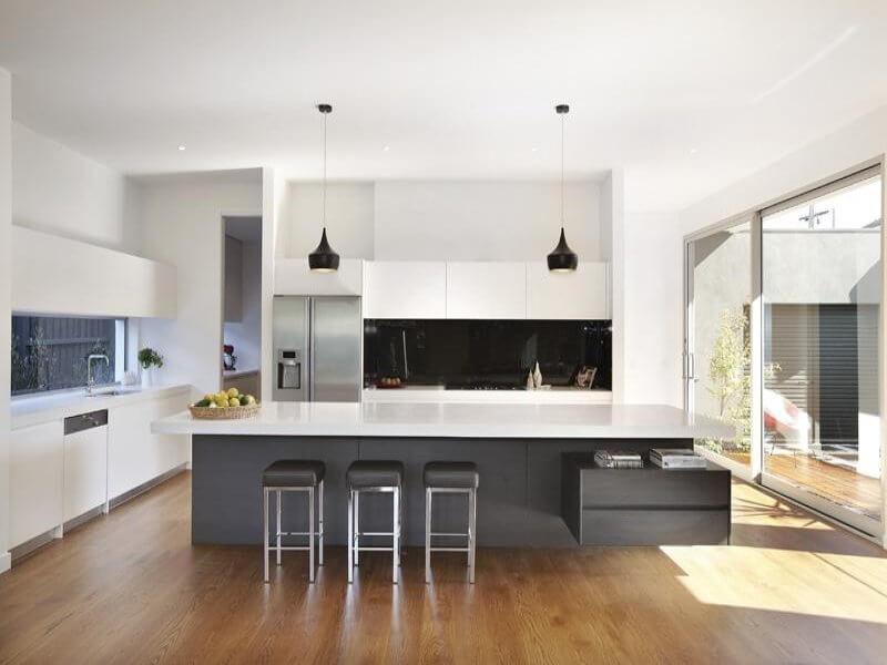 Een donker houten design geeft een prachtig contrast met metalen ...