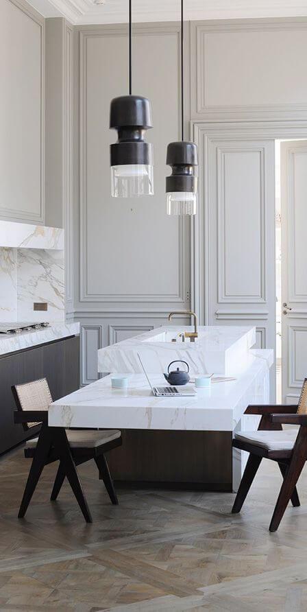 Luxe woonkeuken met marmeren afwerking