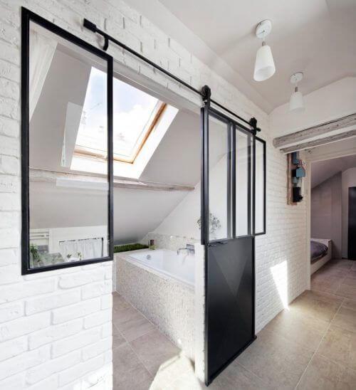 badkamer met schuin dak 8 voorbeelden ter inspiratie ik woon fijn. Black Bedroom Furniture Sets. Home Design Ideas