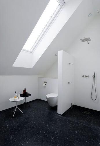 Vaak Badkamer met schuin dak: 8 voorbeelden ter inspiratie | Ik woon fijn &TW07