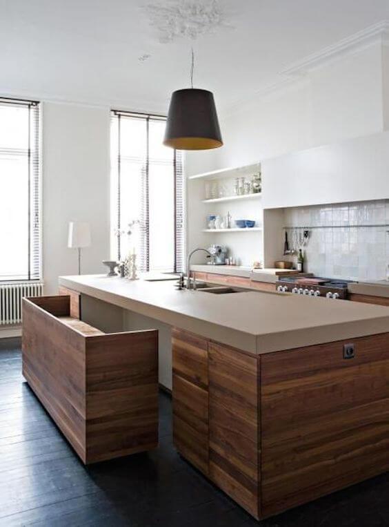 Minimalistische keuken met keukeneiland en bar