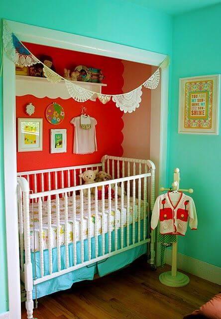 Retro babykamer in een aparte hoek