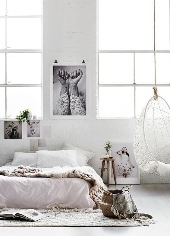 scandinavische slaapkamer met kunst