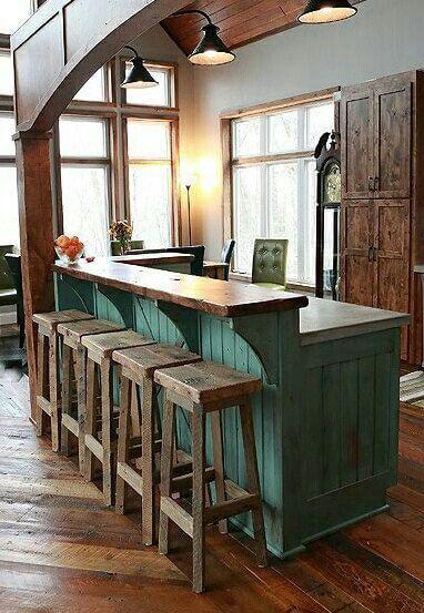 Antieke keuken met bar
