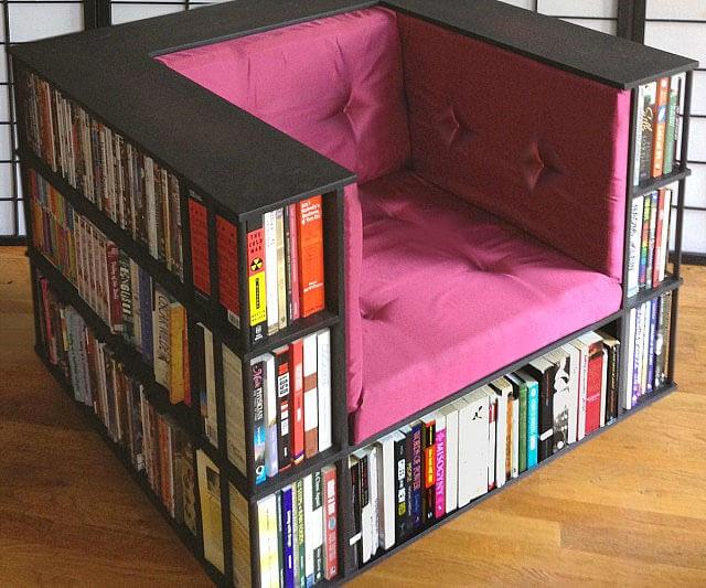 Boekenkast in stoel