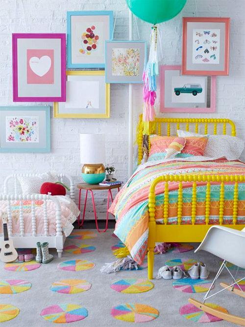 Gekleurde accessoires in kinderkamer