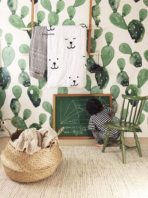 Kleur in de kinderkamer: muur en meubels