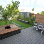 Kleine tuin met composiet vlonder