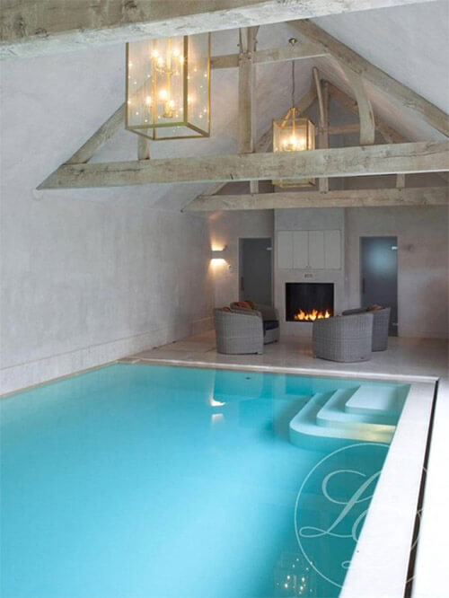 binnenzwembad-in-huis-trap