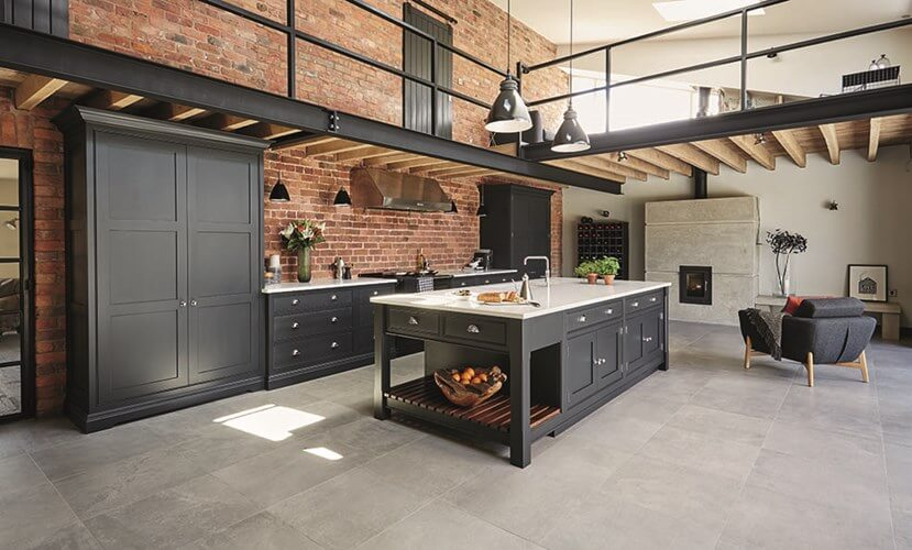 Industriele keuken in grote ruimte