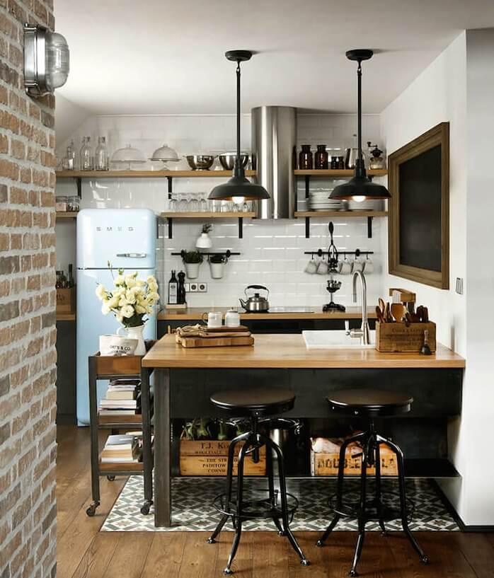 industrial keuken met houten vloer