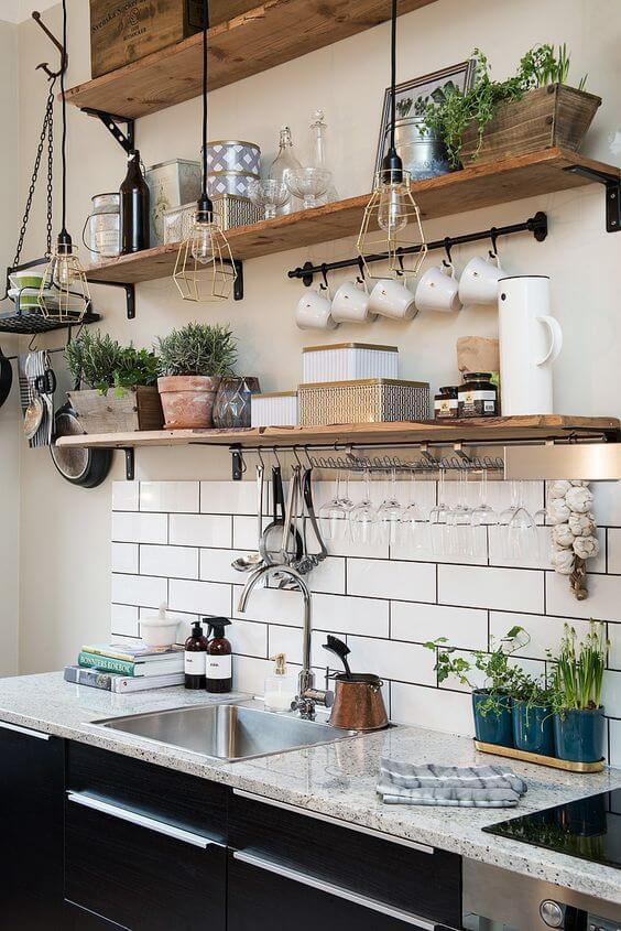 Industriele keuken met metrotegeltjes