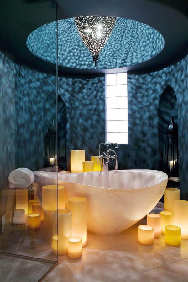 Romantische badkamer grote kaarsen